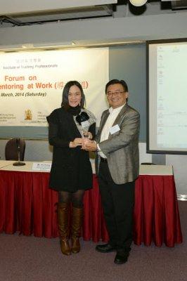 Presentation of Souvenir by ITP Chairman Mr Fred Kwan_3.jpg