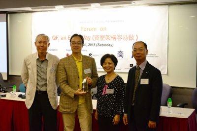 Presentation of Souvenir to Dr. Aaron Chiang-1.jpg