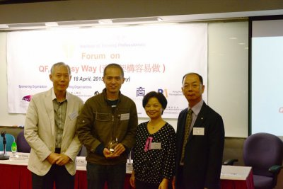 Presentation of Souvenir to Mr. Benny Chiang-1.jpg
